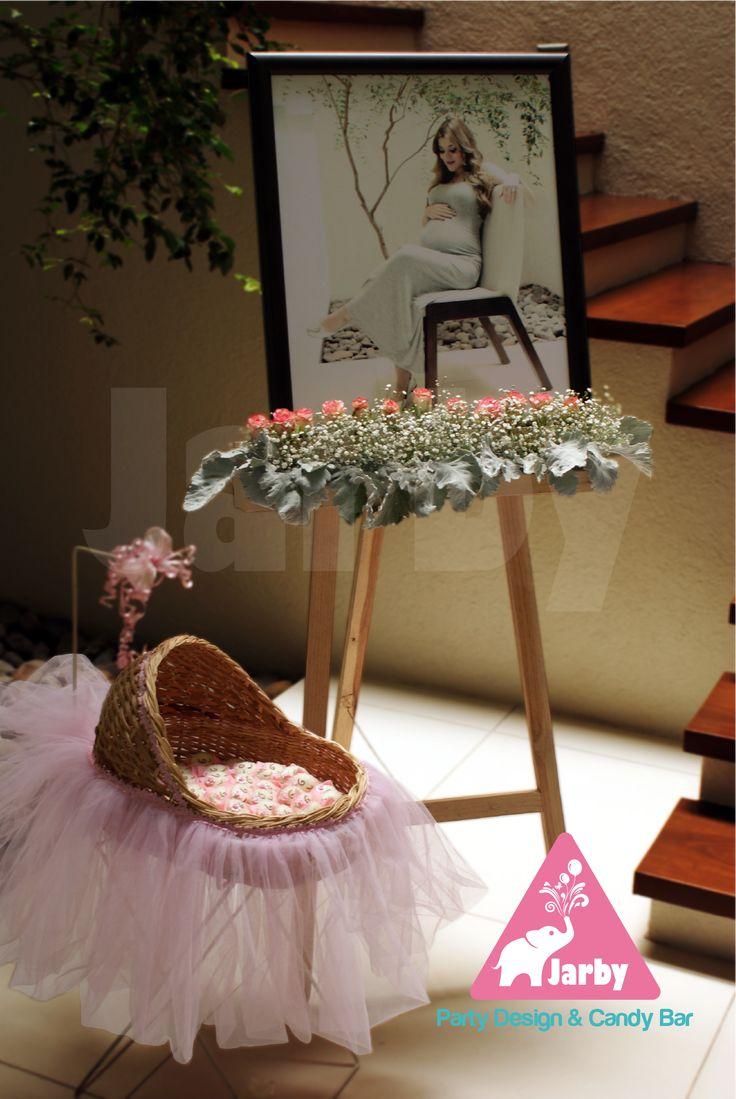 Decoración de Lobby para baby shower. Hermosa fotografía de la futura mamí. Para mayores informes: e-mail: jarby.gifts@hotmail.com Cel.: 04433 1463 0087