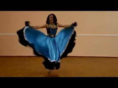 Цыганский танец в исполнении красивой цыганки.