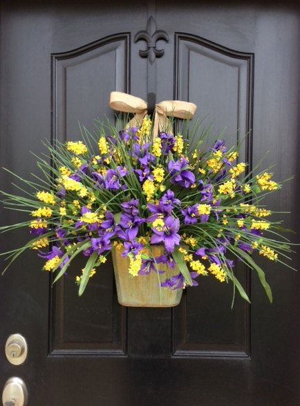 Country Cottage Decor, Front Door Wreath, Galvanized Bucket, Summer Wreaths, Summer Flower Pots, Wild Flowers, Flower Wall Pockets, Burlap