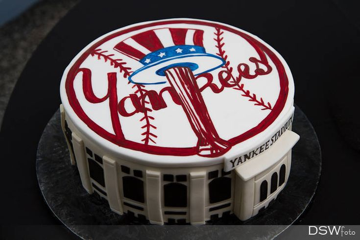 New York Yankees Wedding Cake - Grooms Cake - Photo by DSWfoto - http://www.dswfoto.com  Cake by Sprinkles Custom Cakes of Winter Park. http://www.sprinklescakes.net
