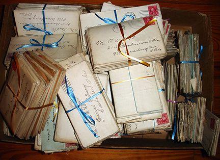 Toen Lies en haar broer Roel, Eve kwamen helpen met het huis, vonden ze onder de oude planken een doos met brieven. Sommige brieven waren geopend en andere nog niet. Het waren liefdesbrievn voor Belle van Lukas.