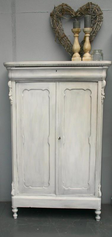 Brocante Biedermeier kast Painted white and waxed.