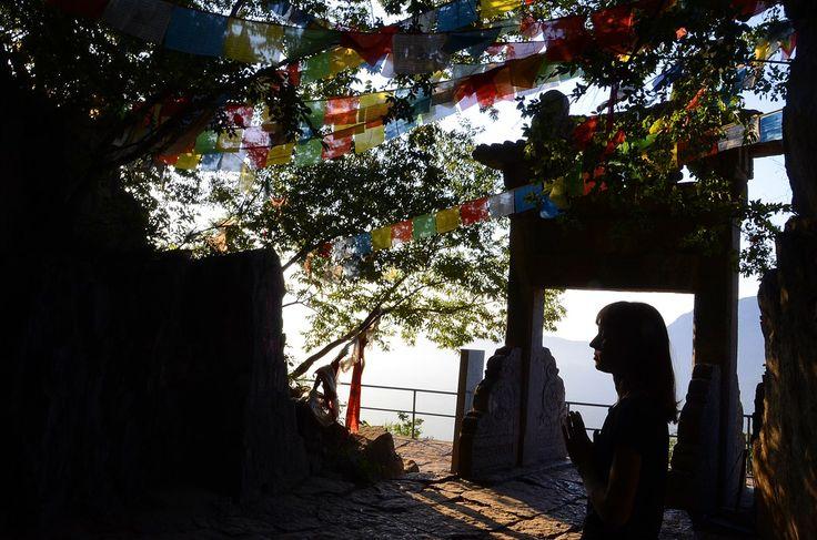 Практика у пещеры Бодхидхармы. (фото ВКонтакте Чжун Юань цигун на Новослободской)