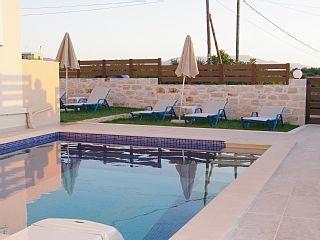 Ny, moderne leilighet, rolig beliggenhet, havutsikt, basseng, hage, strand i nærhetenFeriehus i Prinos fra @homeaway! #vacation #rental #travel #homeaway