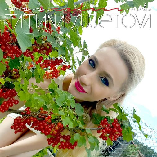 The #taste of #true #summer. Chuť pravého leta. @TatianaSujet ♥ www.colour.sk #colours #speak #all #languages  #colourful #july2016 #slovakia #europe #world #universe #international #peace #love #happiness #red #currants #amazing #taste #beautiful #nature #inspiring #art #design #smile #blue #blueeyes #colour