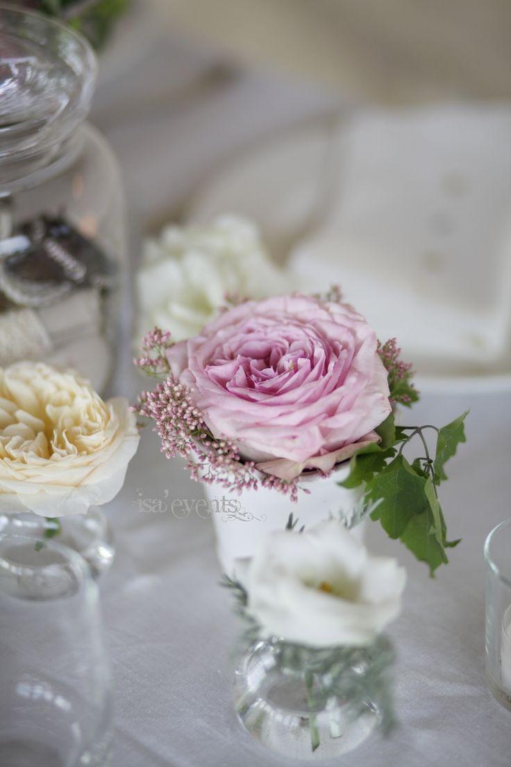 English roses for a delicate and charming table       rose inglesi e di pien'aria per una tavola delicata e suggestiva            www.isaevents.it