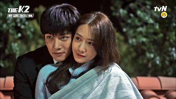 """""""K2"""": Ji Chang Wook – Yoona bí mật hẹn hò trên nóc nhà - Ảnh 35."""