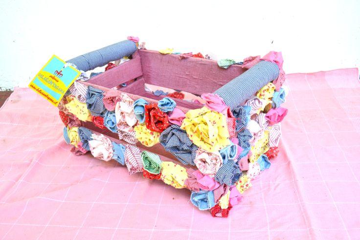 Flor Vega: Como buena mujer multifacética. #delasantagana #reciclaje #regalo #diseño #accesorios