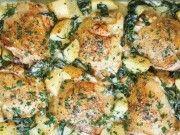 KUŘECÍ STEHNA s bramborami a sýrovou omáčkou z jedné zapékací mísy: KDYŽ MI dojdou nápady na jídlo, udělám RODINĚ TOTO
