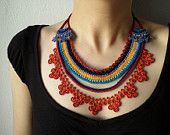 Articoli simili a Collana di perline pizzo - maglia con perline blu arancione e turchese, Bordeaux, alzavola su Etsy