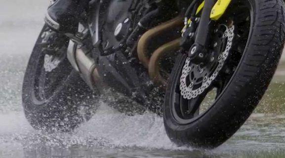 6 Tips Pilih Ban Motor yang Tepat Saat Musim Hujan - Indopress.id, Otomotif – Di musim hujan seperti sekarang ini, pengendara kendaraan, terutama sepeda motor musti ekstra hati-hati. Jalanan yang basah akibat guyuran air hujan bisa buat jalanan licin dan sangat …