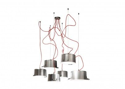 """""""Pots"""", люстра из настоящих кастрюль """"Pots"""" уникальная и необычная люстра: абажуры это настоящие кухонные кастрюли, разного предназначения и размера, чёрного матового цвета или алюминиевые. Провода питания каждой кастрюли регулируются по желанию и сходят"""