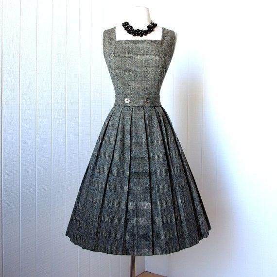A darling 1950's herringbone houndstooth box pleat skirt dress #whatwouldnancywear #nancydrew