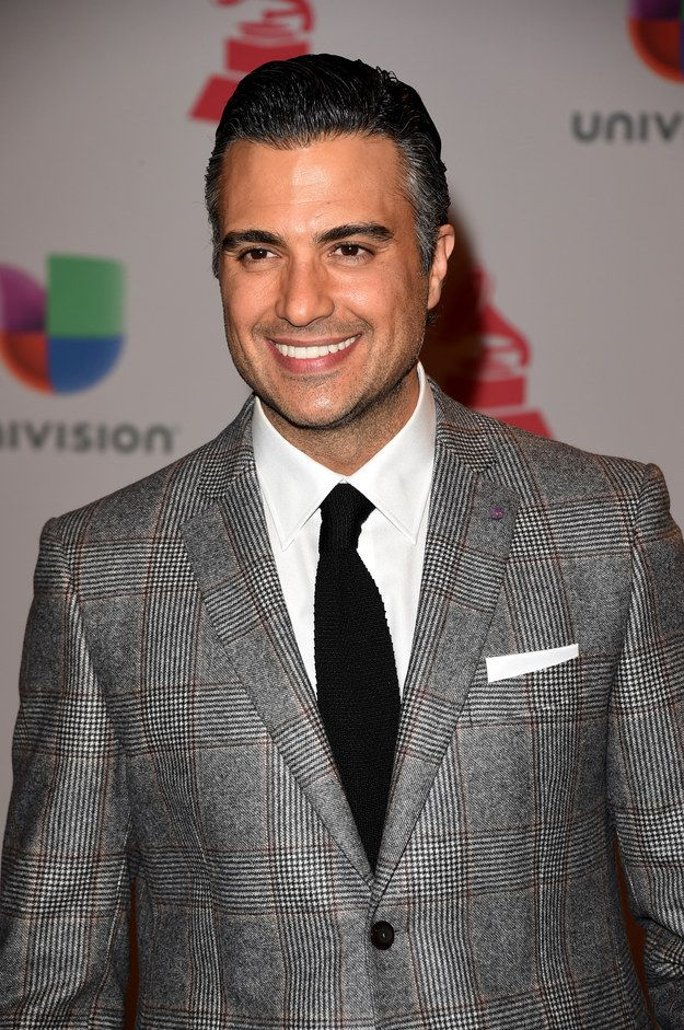 "*Starts petition to remake Mad Men but with Jaime Camil as Don* | Can We All Just Take A Moment To Appreciate Jaime Camil From ""Jane The Virgin"""
