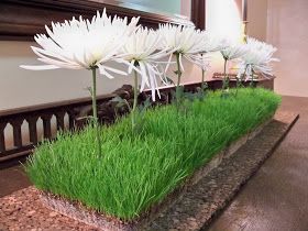 Here are more ideas for ways to use the fun (to watch grow)   and economical (only pennies each) grass centerpieces.  The original pos...