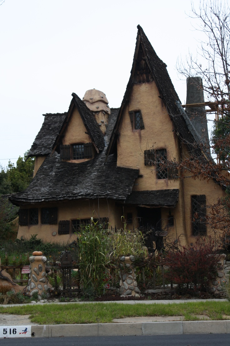 The Witch House in Beverly Hills - saw this on a tv show Strange Spaces or something like that... I fell in LOVE with the roundness of the interior - and it's uniqueness.  Reminds me of Hansel and Gretel!