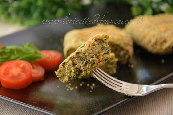 Le spinacine è un secondo piatto veloce e facile da realizzare. Solo spinaci e tritato di pollo. Naturalmente cotte al forno. Provale anche tu.