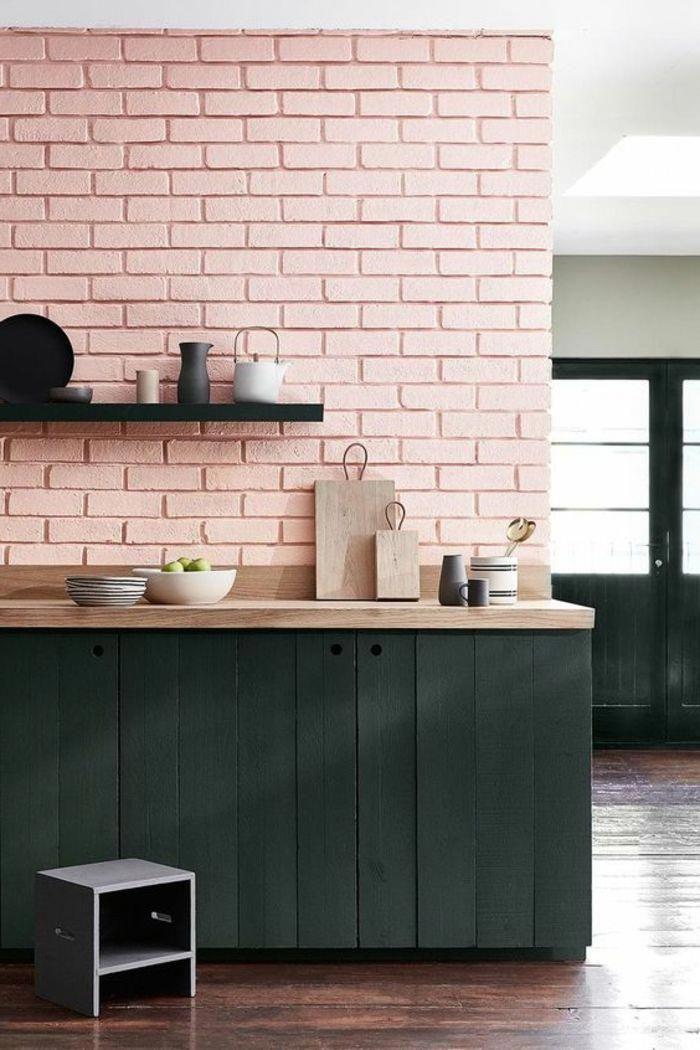 Decoracion Nordica Cocina Con Pared En Rosa Pastel Alacena En Madera Negra Platos Y Tetera Cocinascuadros Brick Interior Wall Brick Interior House Interior