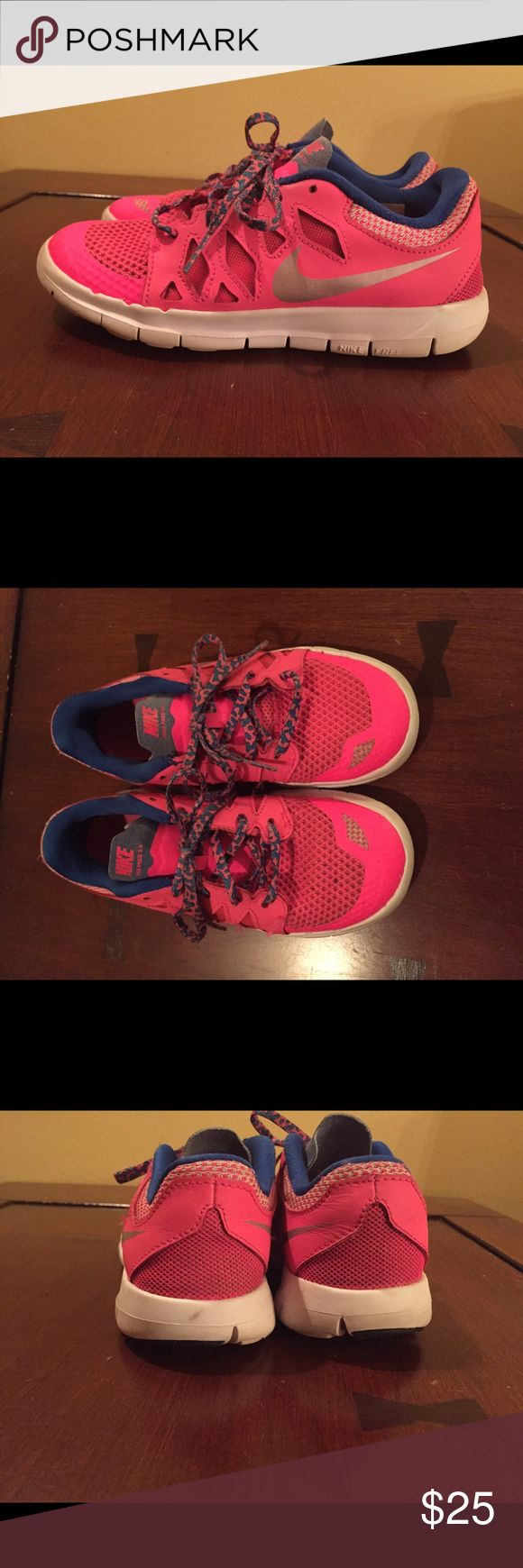 Pink Nike sneakers Pink low top Nike sneakers. Used but still in good condition. Nike Shoes Sneakers