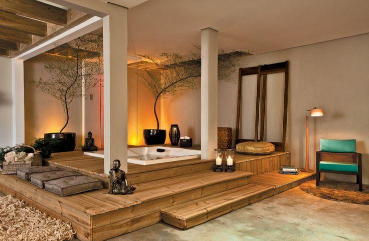 Oito banheiros com hidromassagem, spa, cubas duplas e outros luxos - Casa