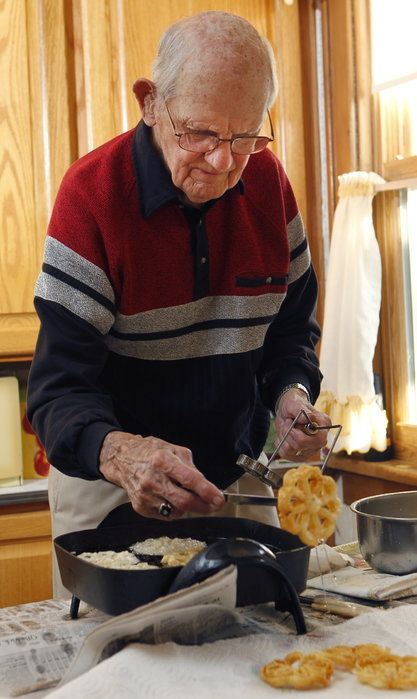 Rolling out rosette cookies has been West Allis man's passion for 56 years