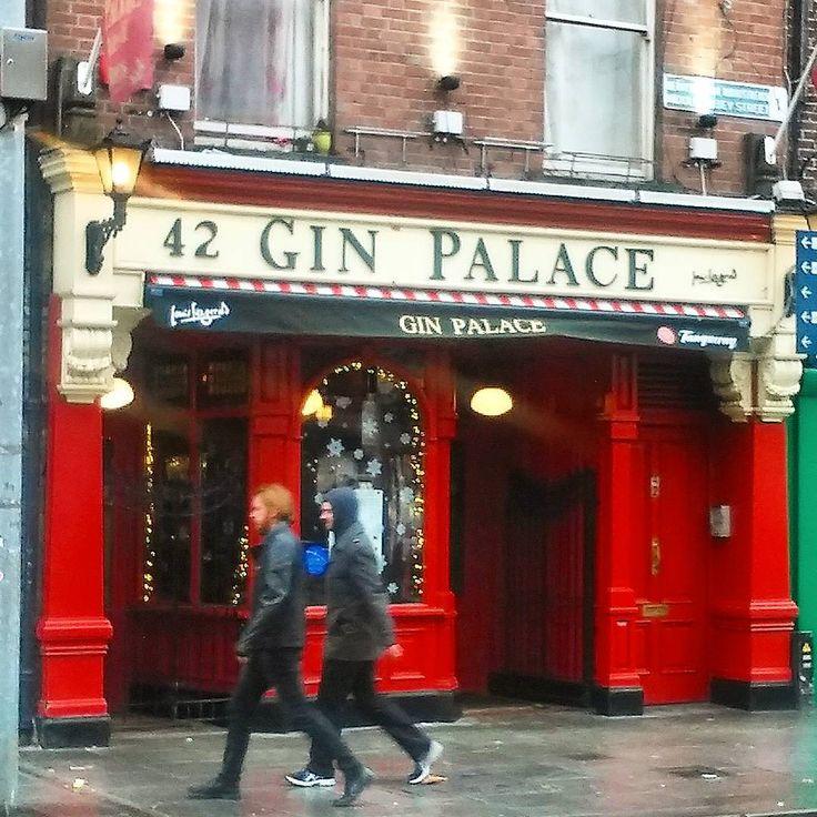 ... where the Gin-crowd go!! 😌🍸 #ginpalacedublin #gin #ginandtonic #pub #bar #tanqueray #abbeystreet #dublin #ireland #instagin #instapub #irishpub #instadublin #ginpalace #booze #drink #instabar #instalike #igers_dublin #visitdublin #discoverdublin #dublincity #dublinpub #boozer #thegincrowd #incrowd #ジン #lovedublin #dublinstreets