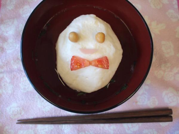 【作成】shinobiさま  【メッセージ】shinobiです★お弁当楽しく作れたので、大人用にお吸い物作りました。柚子香るはんぺん汁です。はんぺんがお椀の中でエッグさんに変装中~♪美味しく頂きました!
