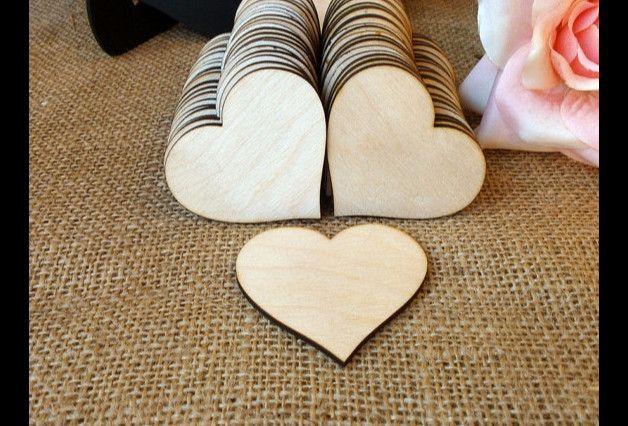 Diese Holzherzen kann man als SITZKARTEN, dekorierte GASTGESCHENK oder DANKSAGUNGSKARTE benutzen. Ideale Hochzeitsdekoration.Fein geschliffen. Die sind auch mit Aufhängeloch möglich.