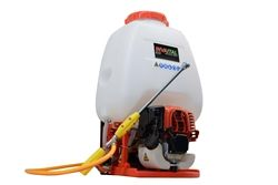 Invatech Italia 4 Cycle Motorized Backpack sprayer is the industry leader. Great for crop protection, lawn and garden maintenance, pest control and so much more.