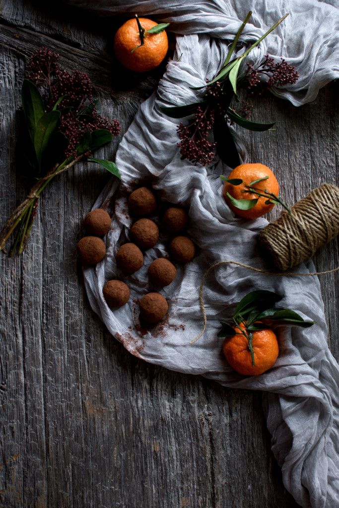 These spiced vegan Christmas truffles make a great gift or treat for your loved ones! (Did I mention they have antioxidants and good fats?)