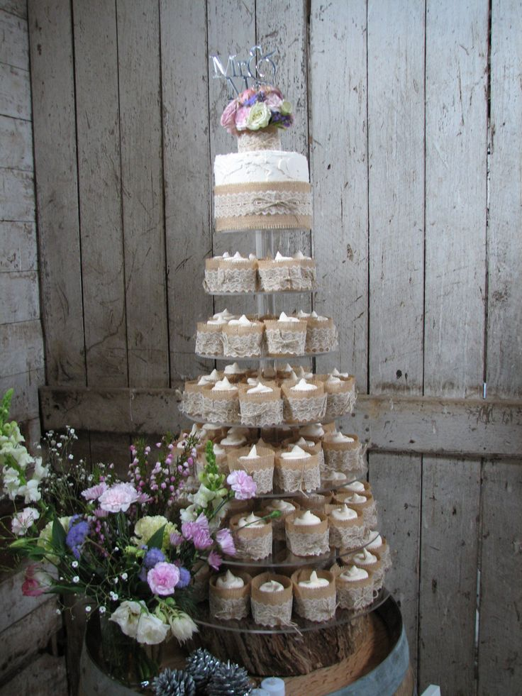 These charming white chocolate mud cakes are decorated with ivory buttercream and wrapped in burlap and lace. The rustik, country style setting was gorgeous with flowers everywhere! Check out my page at www.facebook.com/cakesbyleannerhodes