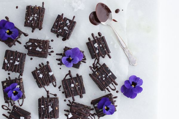 Raw 'brownie' med chokolade og havsalt