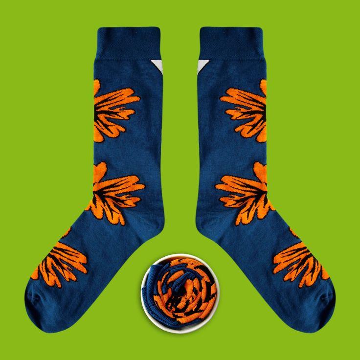 Model: Granatowe skarpety z pomarańczowym czymś Seria: The Beast from the East [|] #skarpetki #skarpetka #cupofsox #socks #sock #womensocks #mensocks #koloroweskarpetki [|]