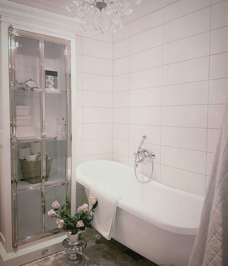 Ha en god ettermiddag   #manhattancabinet80 har god lagring og passer også fint på et bad. #classicliving #baderom #bathroom #interørinspirasjon #interiorandhome #interior #interiør #interior4all #furniture #homeandliving #decor #interorinspiration #bathroomdetails #passion_4_home_decor #passion4home #heminspiration #husoghem #interior455 #interior2you #interior4u #interiorharmoni