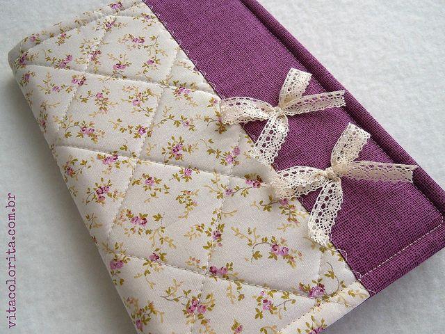 Capa para caderneta de vacinação by Atelier VITA COLORITA, via Flickr