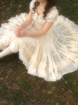 Dress, Mary Magdalene: Perfect shape, beautiful chiffon gathered skirt. Extremely flattering.