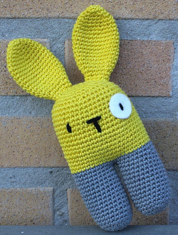 Toen ik zondag mijn prikbord op Pinterest zat te bekijken, kwam ik deze schattige bunny tegen. Snel het patroon geprint, garen gepakt en m...