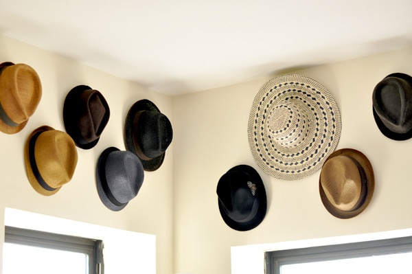Great Idea fr @eat.sleep.wear. for organizing hats and adding a little wall art while ur at it!