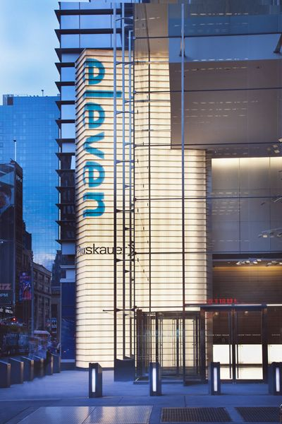 FXFOWLE Architects - 501052faadd44-FXFOWLE_Eleven-Times-Square_Entrance-Detail-Night.jpg - 2012-07-25 20:11:39 UTC