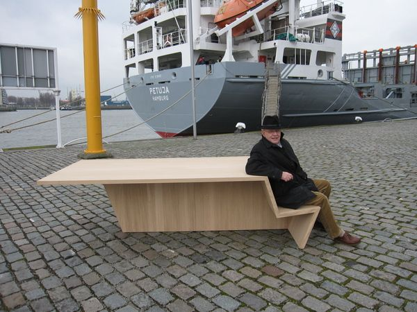 Benchtable © Handicke, Rotterdam, The Netherlands. Multifunctional piece of furniture, highly suitable for lobbies and open areas. It can also be used as a conference table or desk.