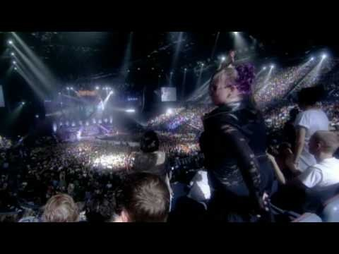 P!nk - Sober (Live) Another incredible performance of P!nk, she's so talented!
