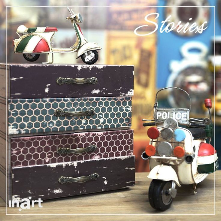 Viva la vespa! The two figurines of scooters you see in the image below are an ode to the first models that were made right after the second world war, in 1946, in Italy. Pretty, aren't they? #inartstories #HomeDecor #Decoration #Furniture #FurnitureDesign #Scooter #Vespa