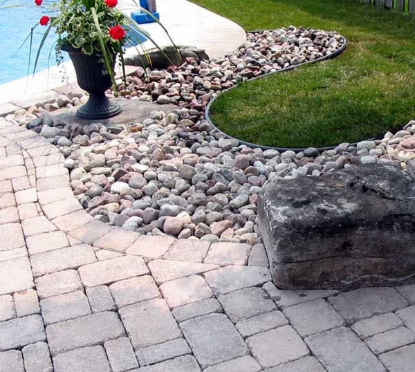 1000 images about outdoor stone landscaping ideas on for Edging to keep mulch off sidewalk