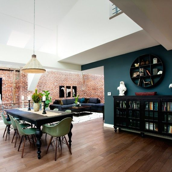 Testing Teal In a dining room with high ceilings, consider testing out a darker palette in some areas. A deep teal makes for a perfect statement wall, especially when paired with a mix of lighter and darker shades -- think teak wood floors and white walls with a black table and buffet. Complement your teal wall with similar blue-green hues in other areas of the room.