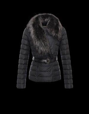 MONCLER POLYGALE  Moncler vous offre un hiver élégant et réconfortant grâce à cette veste doudoune.   €329, Jusqu'à -81%  Acheter maintenant: http://www.monclerfr.com/veste-noire-femme.html