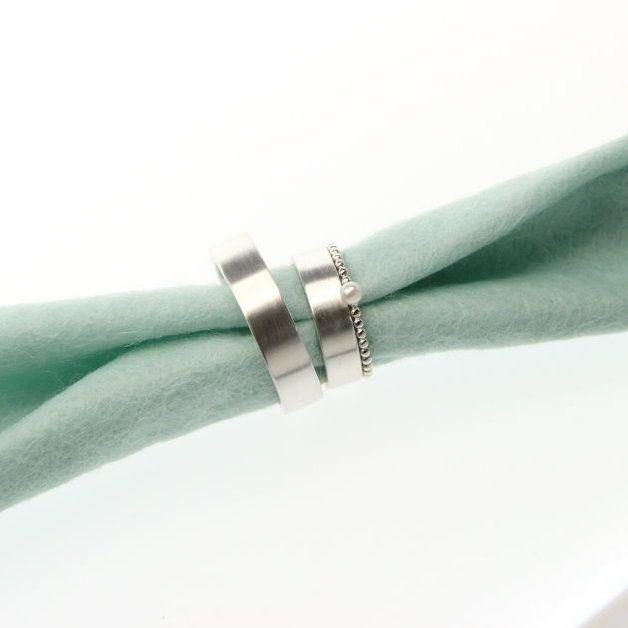 Eheringe - Trauringe + Kügelchenring mit Perle - ein Designerstück von JuliaSchaefer bei DaWanda