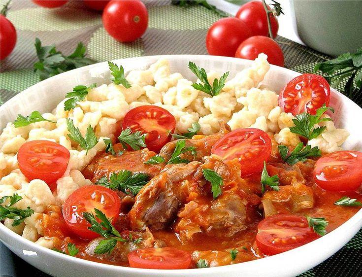 Название знаменитого грузинского блюда чахохбили произошло от слова «хохоби», что в переводе означает «фазан». Он и был его главным ингредиентом. Перед чахохбили устоять невозможно. Добавку ароматной курочки в пряной острой подливке наверняка попросит даже тот, кто не слишком любит овощи. Недаром в грузинской кухне мало используются гарниры – подобные мясные блюда не очень-то в них […]