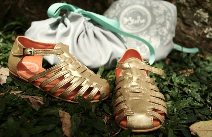 REF: Sandalias Besito doradas