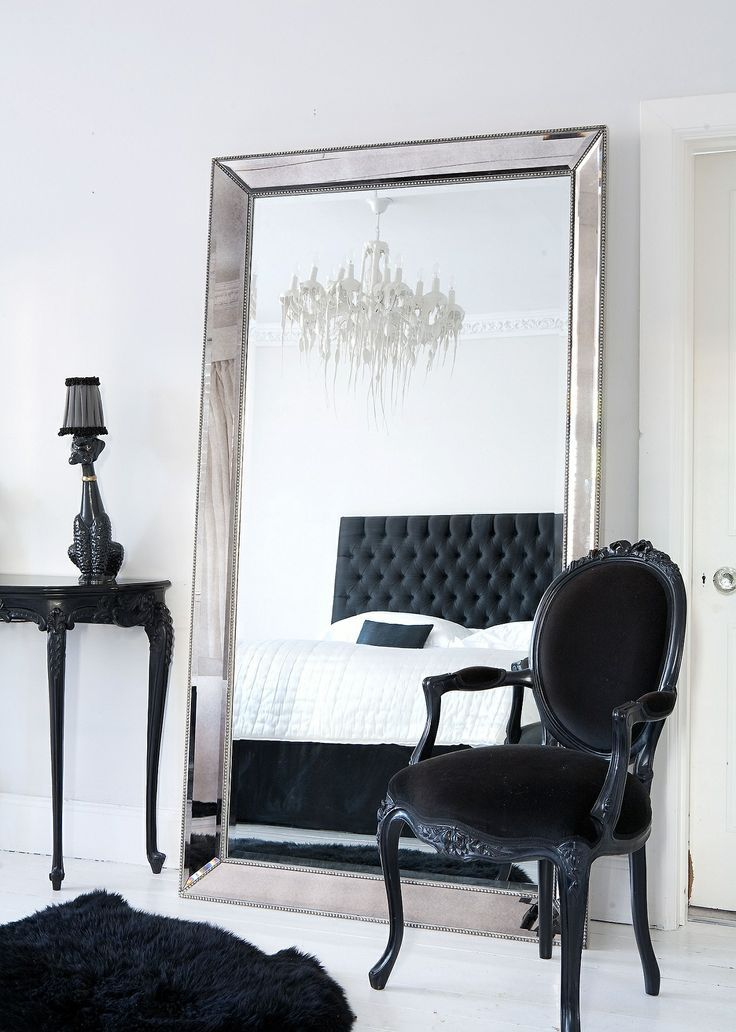 black and white bedroom glamour. I want this mirror.