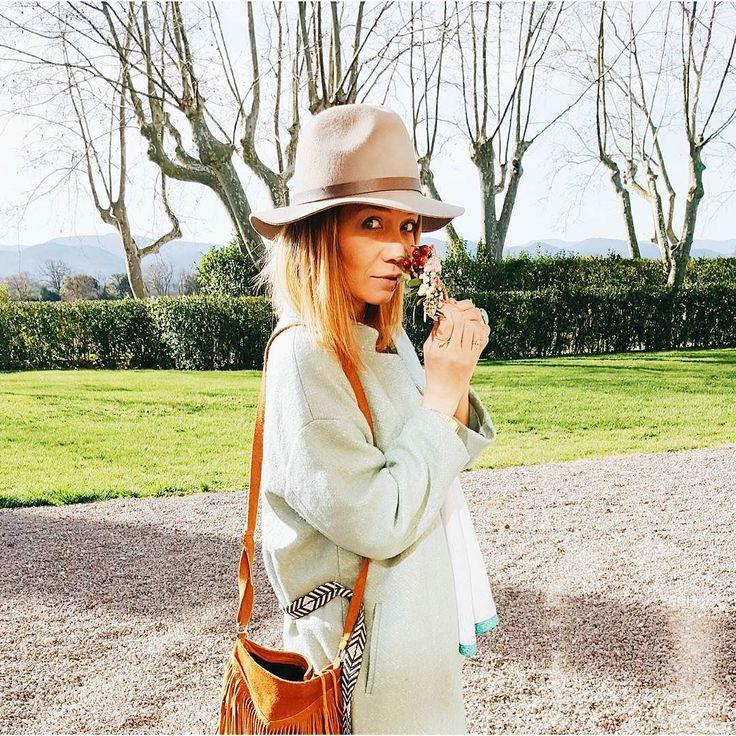 Nouveau #look sur le #blog... Avec des photos au @demoiselleswine  j'espère que ça vous plaira... (lien dans la bio) Et là je file sous la couette parce qu aujourd'hui malheur ! Il fait trop froid :) des bisouilles. #lookdujour #hippiestyle #ootd #whatiworetoday #wiw #frenchblogger #blogueuse #outfitpost #outfitoftheday #fashionpost #fashionblog #instadaily #fashion #fashiongram #fashionstyle